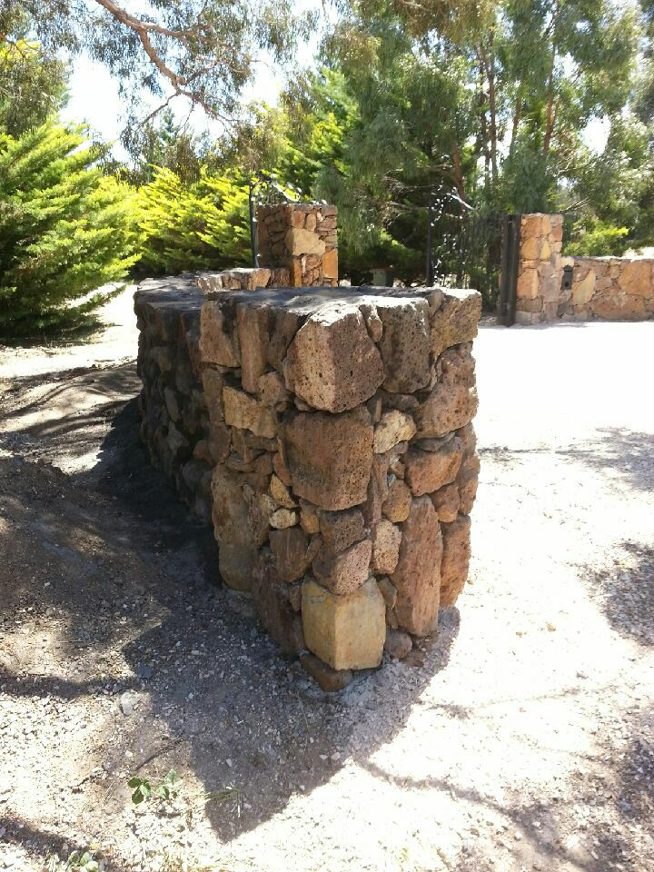 25507747_206118339961948_4610941974151445941_n Melbourne Stonemasons | Dry Stone Walling | Call 0411 73 76 77