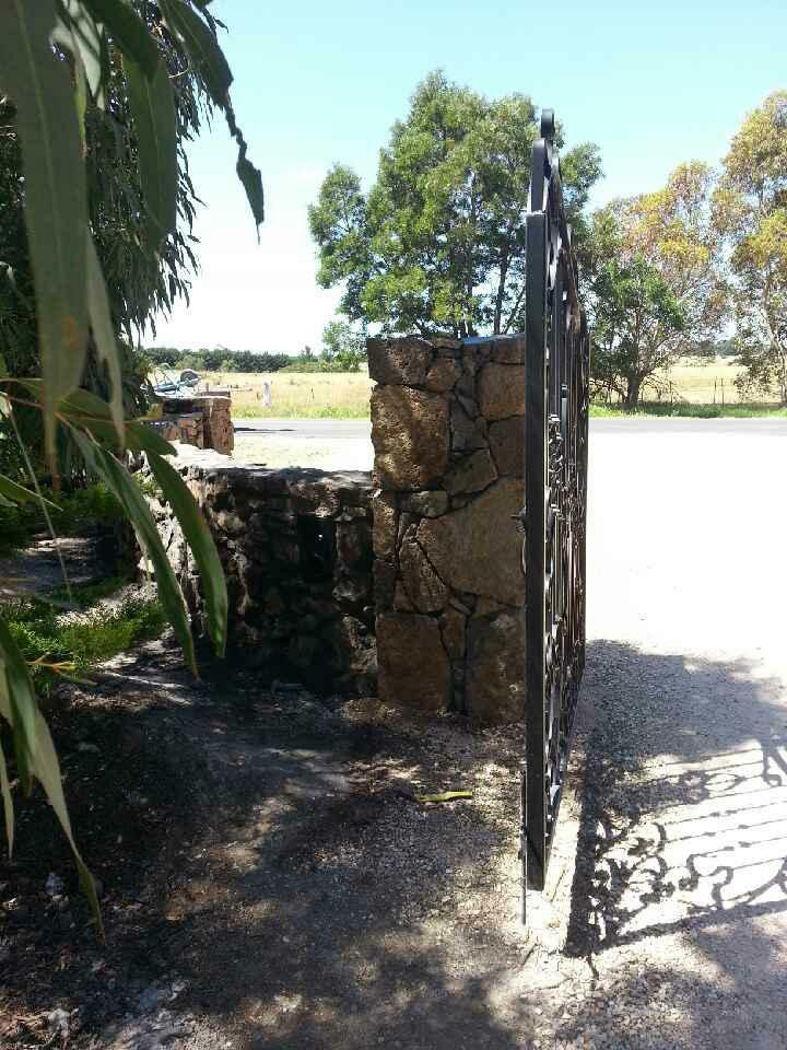 25550196_206116479962134_4832777301641165848_n Melbourne Stonemasons | Dry Stone Walling | Call 0411 73 76 77