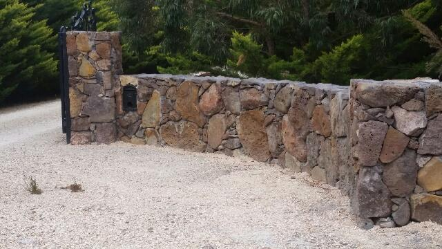 photo0 Melbourne Stonemasons | Dry Stone Walling | Call 0411 73 76 77