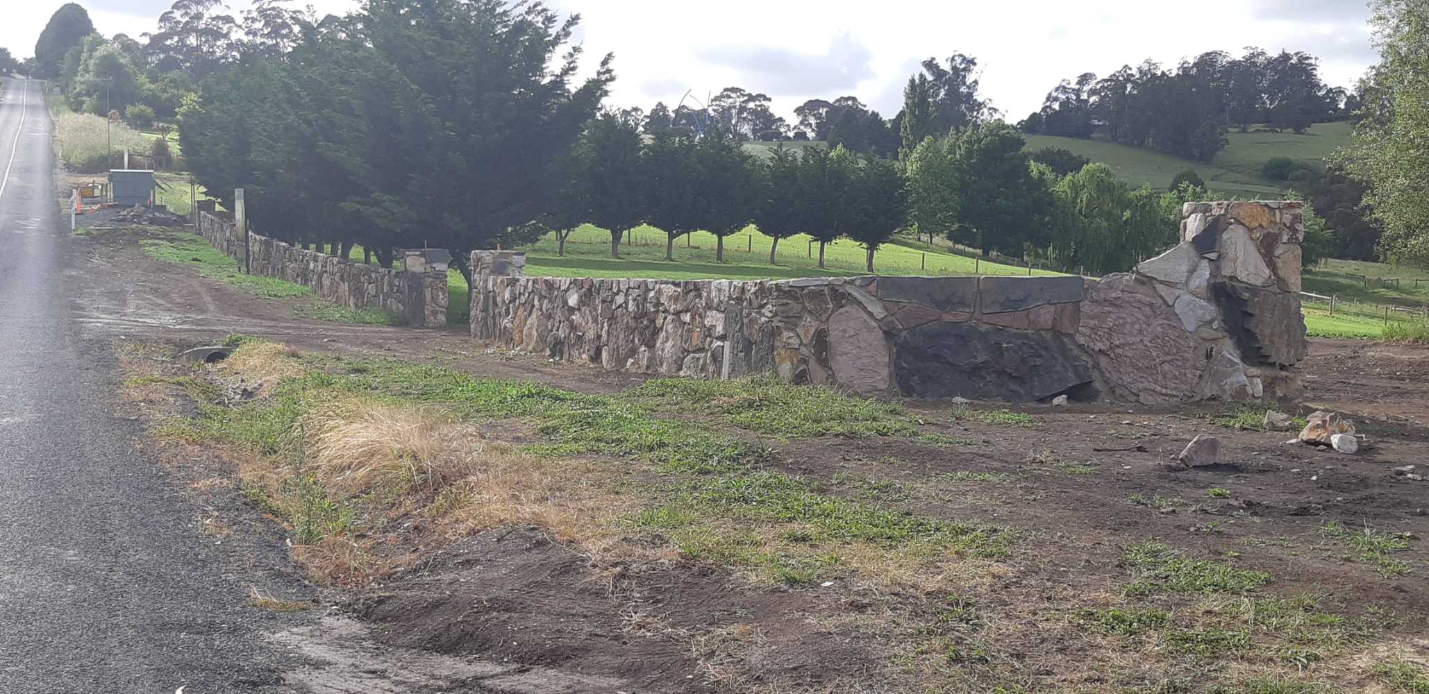 rock-wall-complete Melbourne Stonemasons | Showcase | Call 0411 73 76 77