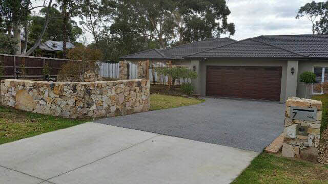 rock-wall-driveway-entrance Melbourne Stonemasons | Dry Stone Walling | Call 0411 73 76 77
