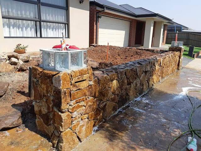 rock-wall-letterbox Melbourne Stonemasons | Dry Stone Walling | Call 0411 73 76 77