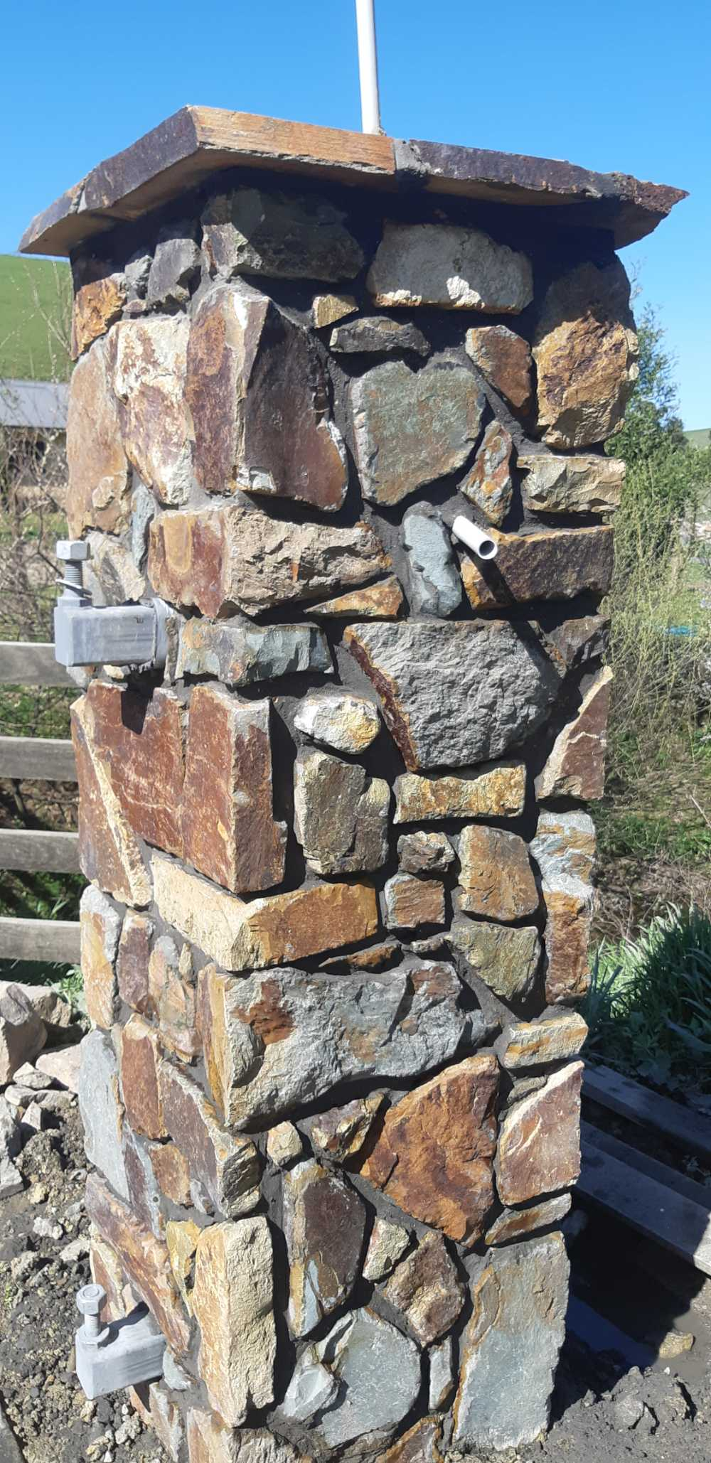 rockword-entrance-pillar-close Melbourne Stonemasons | Showcase | Call 0411 73 76 77