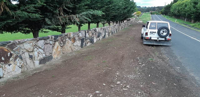 rural-rock-wall-large-rocks Melbourne Stonemasons | Large Rock Constructions | 0411 73 76 77