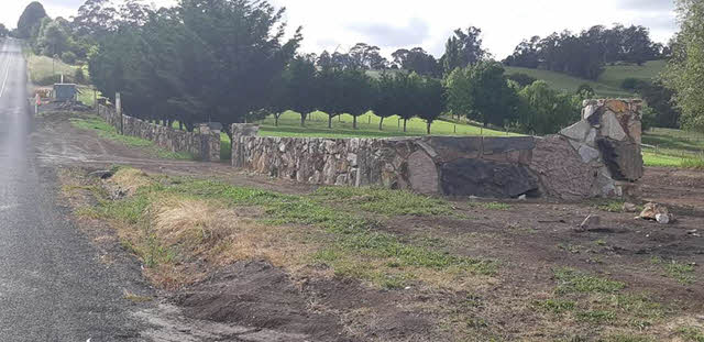 rural-rock-wall Melbourne Stonemasons | Large Rock Constructions | 0411 73 76 77