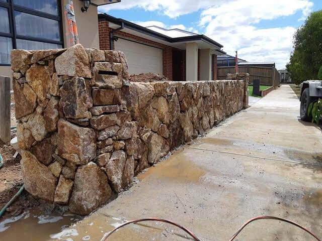 suburban-rock-wall Melbourne Stonemasons | Dry Stone Walling | Call 0411 73 76 77